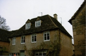Cotswolds roof tiling company, Cotswold stone roofers repairs Swindon